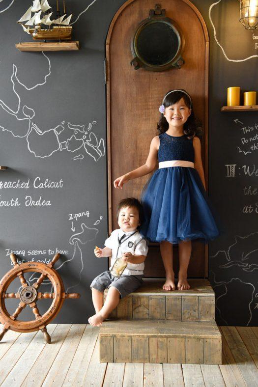 5歳女の子 1歳男の子 ネイビードレス 白いタキシード