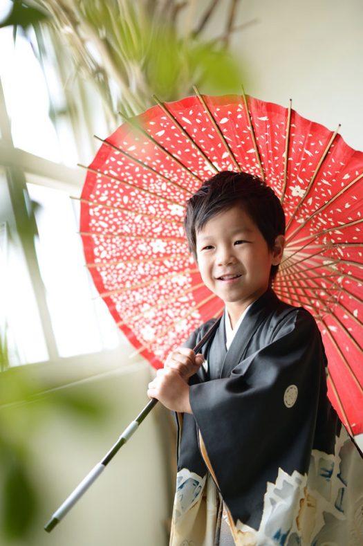 5歳男の子 七五三 傘 黒い着物 持込