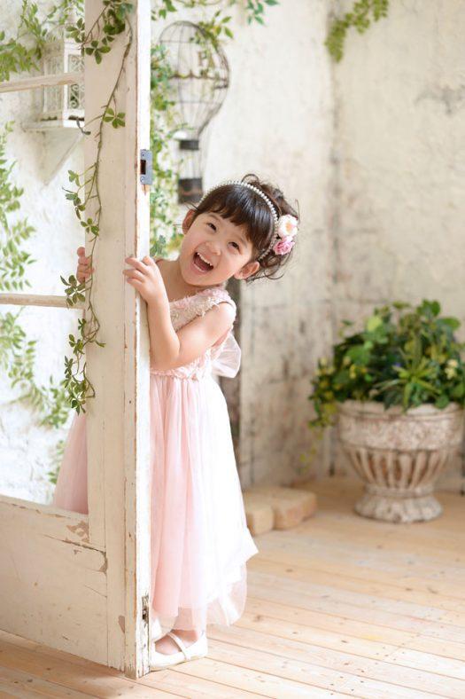 ピンクのドレス 女の子 キラキラカチューシャ お花の髪飾り