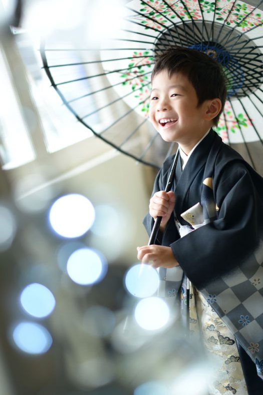 5歳男の子 黒い着物 傘 キラキラ