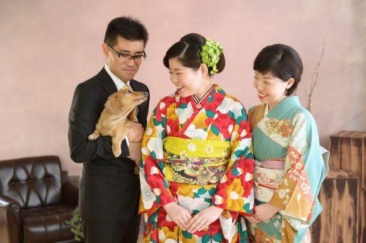 成人式 家族写真 犬 ミニチュアダックスフンド