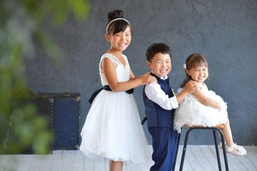 奈良市 白いドレス ネイビータキシード 兄弟写真