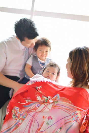 お宮参り 初宮参り 赤い着物 持ち込み着物 家族写真