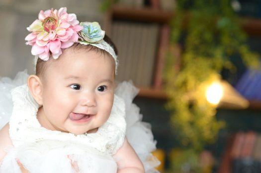 白いドレス ボリューミー ベロペロ 女の子