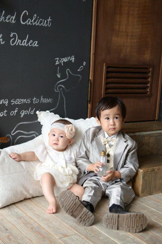 兄弟撮影 白いドレス 銀のタキシード