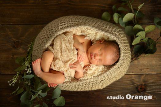 ニューボーンフォト 新生児 毛糸のカゴ はだかんぼ