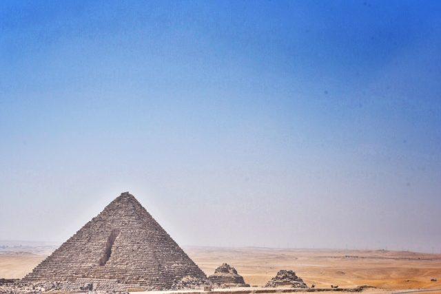 メンカウラー王 ギザ ピラミッド