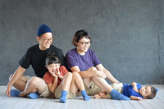 私服 家族撮影 青い靴下 奈良市