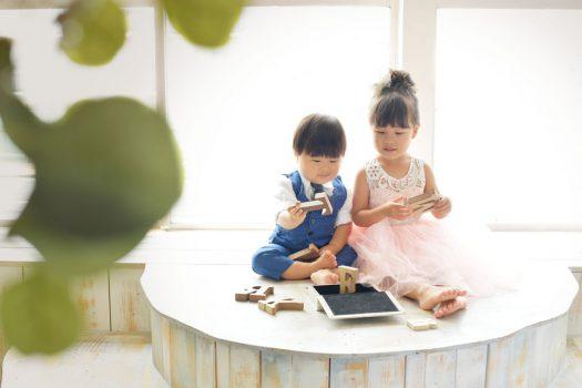 姉弟撮影 ピンクのドレス スタジオ衣装