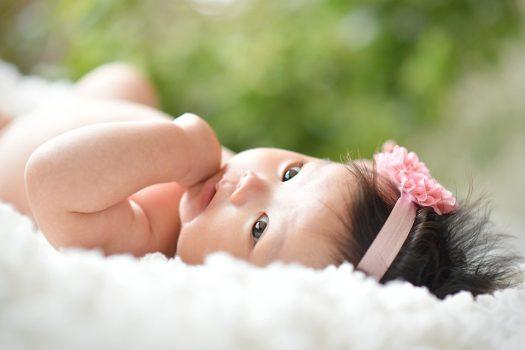 赤ちゃん 裸ん坊 女の子
