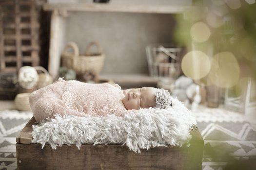 ニューボーン 女の子 赤ちゃん