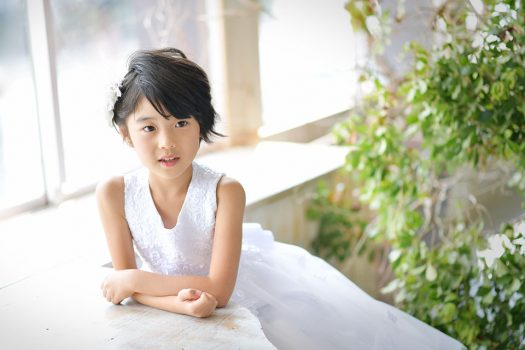 女の子 白いドレス