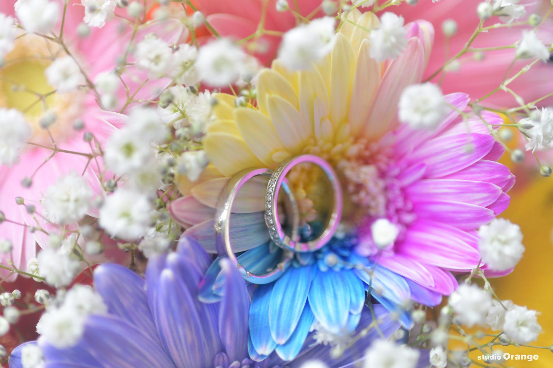 結婚指輪 ガーベラ ブーケ