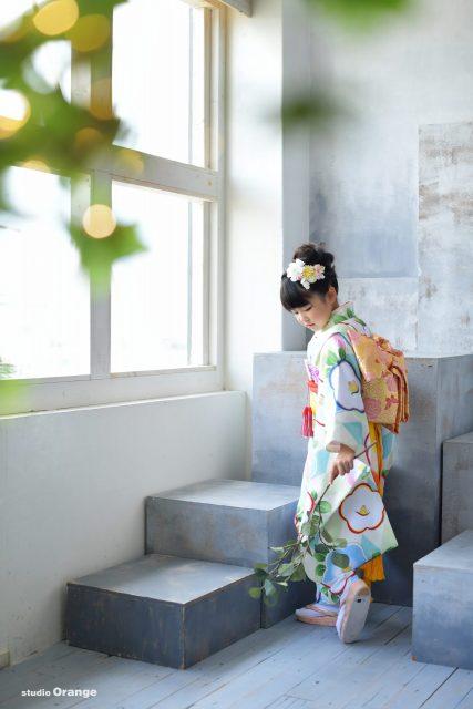 七五三 姉妹 ヘアアレンジ 緑色のお着物 白色ドレス