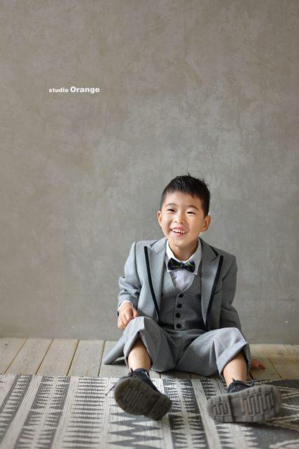 七五三 スタジオ衣装 グレーのスーツ 5歳男の子