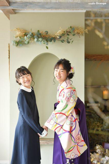 卒業袴 姉妹撮影 手繋ぎ 振り向き