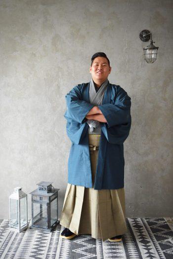 男性成人 スーツ 袴 家族写真 二十歳
