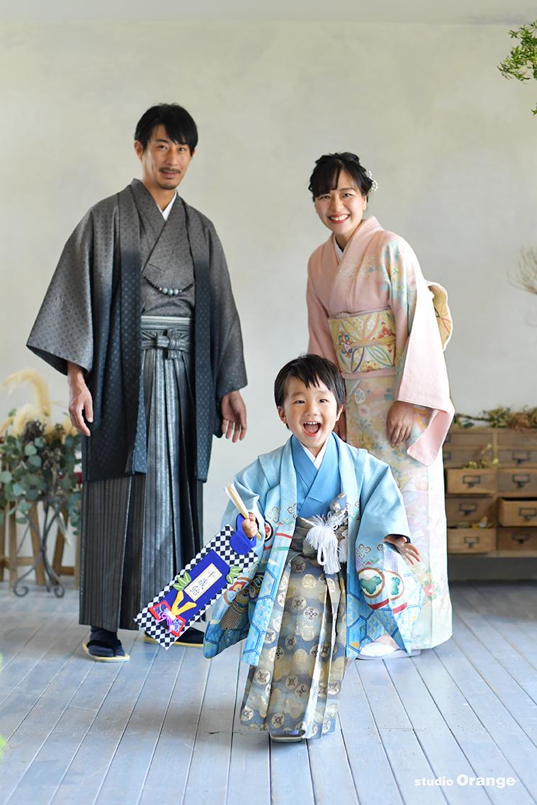 水色の着物 3歳男の子 家族写真
