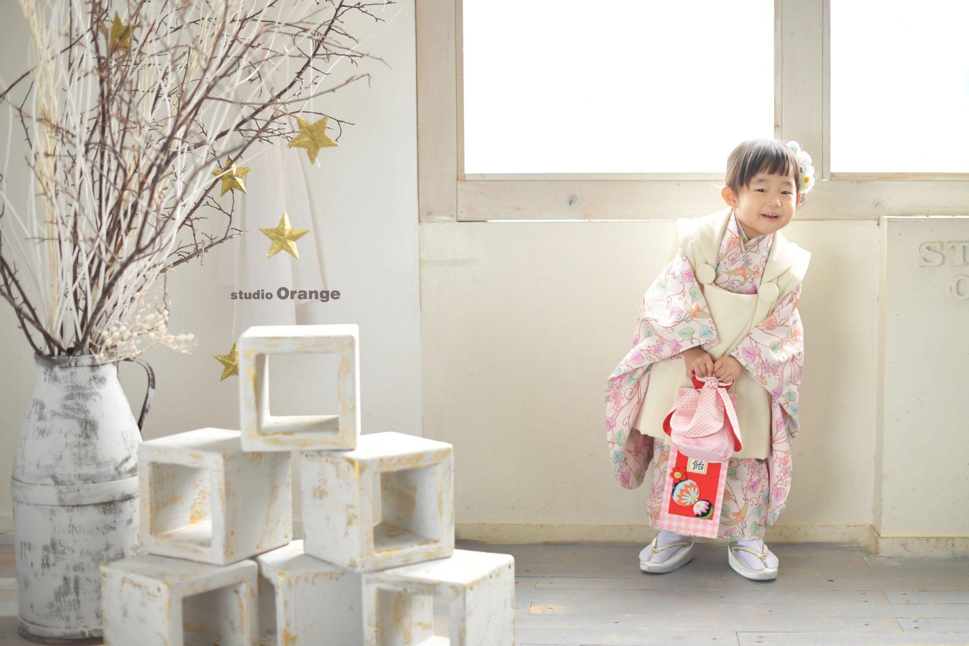 七五三 3歳 女の子 可愛い 着物 お被布 オリジナル着物 おしゃれ スタジオ 奈良 奈良スタジオ 家族写真 家族