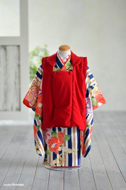 赤色 被布 紺色の着物