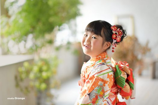 七五三 7歳 女の子 オレンジ着物 着物 写真館 フォトスタジオ