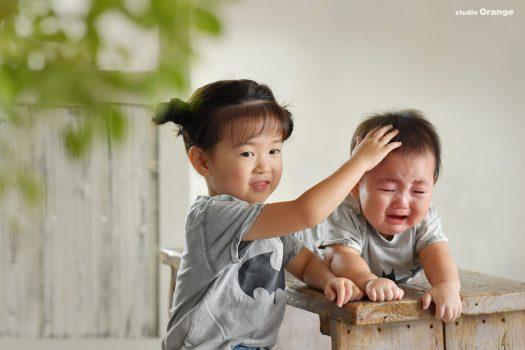 ツーショット 家族写真 慰める 私服写真 Tシャツ 泣き顔 仲良し よしよし