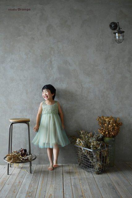 七五三 7歳女の子 ドレス グリーンのドレス  奈良 スタジオ 太陽光
