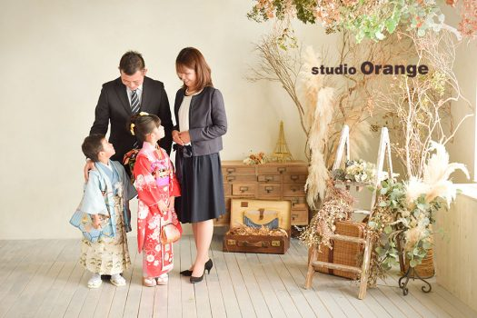 七五三 家族写し 和装 袴 被布 着物 奈良店 フォトスタジオ 写真館 オレンジ