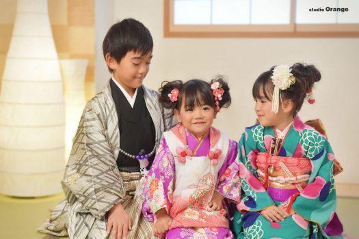 着物 和装 3人 兄弟写真 和室 七五三 袴