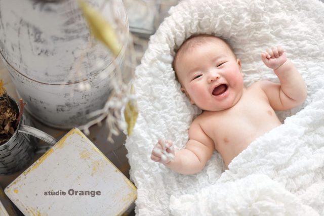 裸ん坊 赤ちゃん 男の子 笑顔