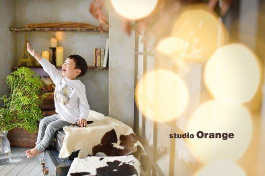 奈良市にのフォトスタジオ、スタジオオレンジで撮影。アシスタントの呼びかけに元気にお返事。