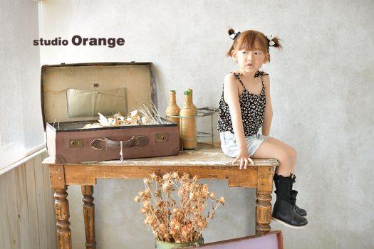 奈良市のフォトスタジオ、スタジオオレンジでバースデー撮影。私服で可愛くヘアセットをして、いつもと少し違う感じに。