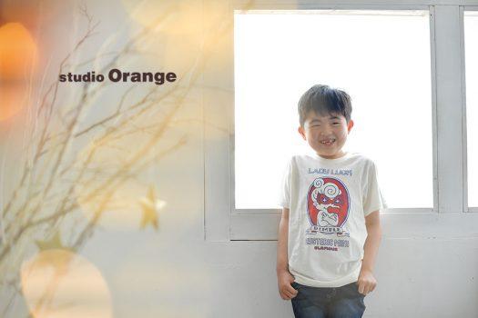 奈良市のフォトスタジオ、スタジオオレンジでお誕生日の記念撮影。私服姿でいつも通りの自然な表情を撮影。