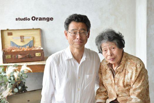 奈良市のフォトスタジオ、スタジオオレンジで撮影。お母様のご長寿のお祝いに2ショットを撮影。