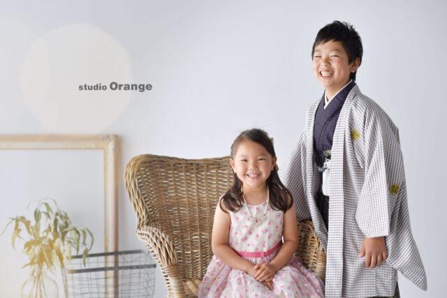 奈良市の写真館、スタジオオレンジで撮影。ワンピースの妹と、羽織袴の兄との撮影。