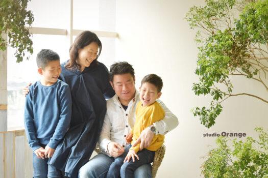 奈良市のフォトスタジオで撮影した家族写真 私服で写真撮影 仲良し家族