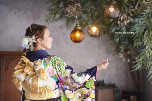 奈良市の写真館、スタジオオレンジで撮影。青いレンタル振袖を着用して成人式前撮り撮影。